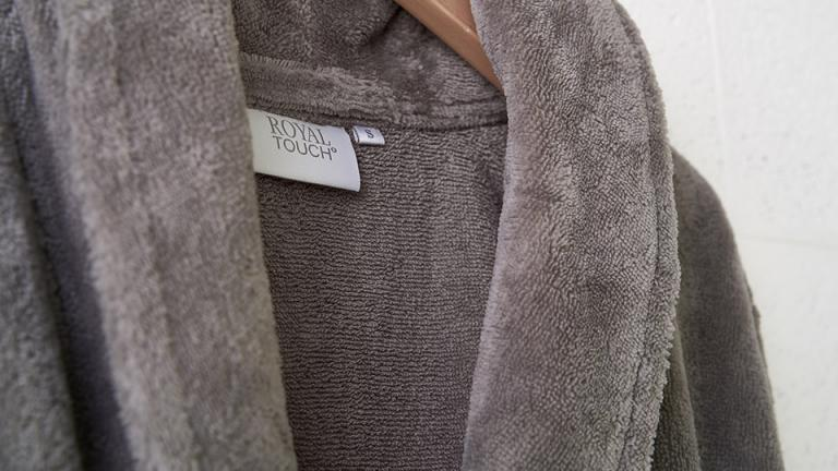 Badjas Teddy slate grey detail